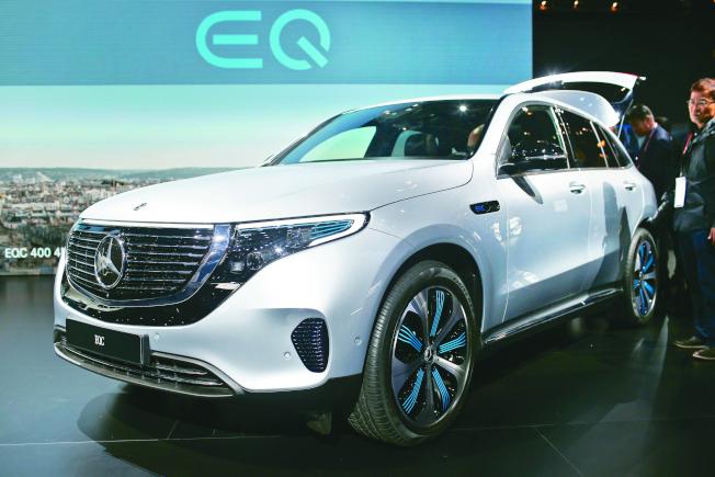 """奔驰早前发表的电动车""""EQC"""",计画于2019年生产。(美联社)"""