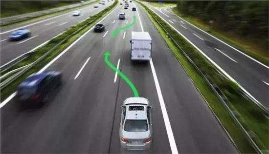 自动挡的车,该如何加速和超车?你都用对了吗?
