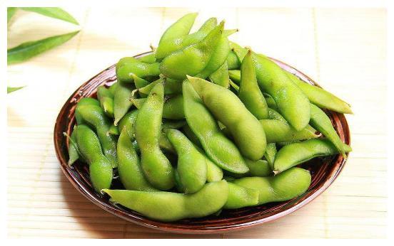 """煮毛豆时,别直接下锅煮!加一点""""它""""翠绿入味不发黄"""